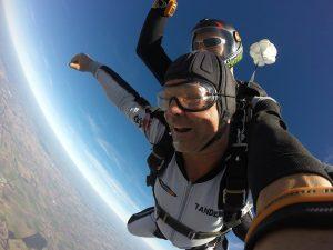 zum-Jahrestag-Tandem-Fallschirmsprung
